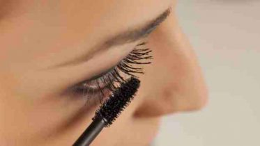 Easy hacks to keep your mascara from smudging