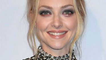 Amanda Seyfried's Makeup Artist Turned the Star's Eye Infection Into a Look at the Mamma Mia 2 Premiere