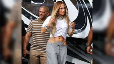 Prepare Yourself — Jennifer Lopez, Queen of Statement Fashion, Is Bringing Back Visible Thongs