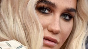 Kesha's Makeup-Free Freckle Selfie Is Blowing Up on Twitter